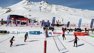 Erciyeste Üniversitelerarası Kar Voleybolu heyecanı