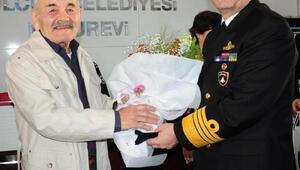 Donanma Komutanı yaşlıları ziyaret etti