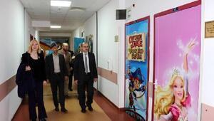 Hastanenin duvarları tablolarla süslenecek