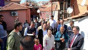 CHPli Purçu Ayvalıkta Roman vatandaşların sorununu dinledi