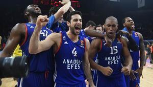 Anadolu Efes evinde Fenerbahçeyi yıktı