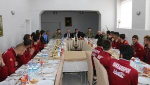 Hakkarispora askerlerden yemek