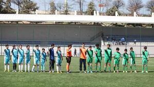 Okullar arası futbol turnuvası start aldı