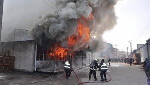 İnegöl'de koltuk fabrikası yangından küle döndü