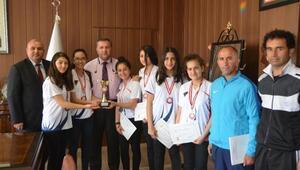 Liseli oryantiring şampiyonları