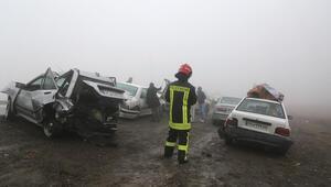 İranda 130 araç birbirine girdi