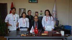 Aşçılık öğrencilerine gümüş madalya