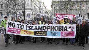 Londra'da ölenlere ülke genelinde anma