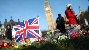 Londrada ölenler için ülke genelinde anma