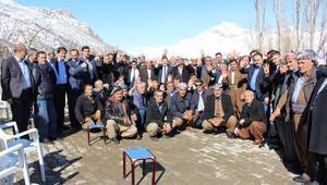 Ak Parti sınır köylerinde başkanlığı anlattı