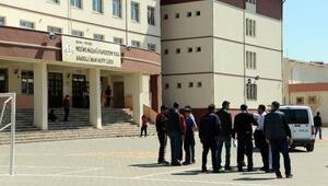 Okul bahçesinde silahlı kavga: 3 yaralı