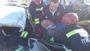 Otomobil elektrik direğine çarptı: 1 ağır yaralı
