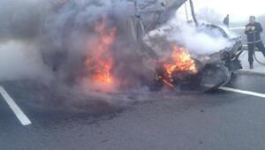 Süt tankerine çarparak alev alan kamyonetin sürücüsü öldü