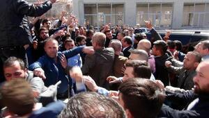 Sinan Oğanın Yozgat toplantısında arbede: 2 polis yaralı