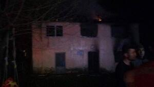 Akyazıdaki yangında 6 kişilik aile yanarak yaralandı