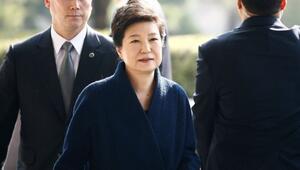 Güney Koreli savcılar eski devlet başkanı için yakalama kararı istedi