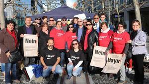 'Hayır'cılar Frankfurt'ta çadır kurdu