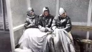 Yedek kulübesinde kardan adam oldular