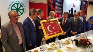Ekonomi eski Bakanı Elitaş, Şeker Fabrikası işçileriyle buluştu