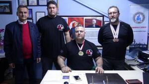 Bilek güreşi sporcuları Çanakkaleye madalyalarla döndü