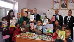 VEDAŞ, Süphan Dağı eteklerindeki çocuklara kitap hediye etti