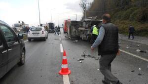 Otomobilin çarptığı çöp kamyonu devrildi: 1 ölü, 1 yaralı