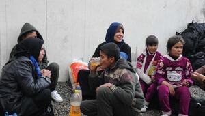 Hakkariye gelen 100 kaçak işlemlerin bitmesini bekilyor