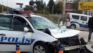 Polis aracı otomobille çarpıştı: 1i memur 2 yaralı
