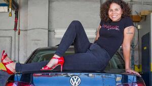 Kadınlar için açılan oto tamircisi herkesi şaşırtıyor!