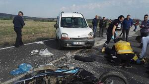 Kasksız motosiklet sürücüsü kazada öldü
