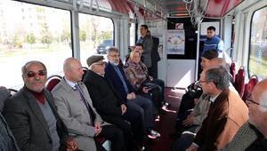 AK Partili vekillerin tramvayla Evet yolculuğu