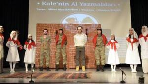 Kale'nin Al Yazmalıları adlı oyun sahnelendi
