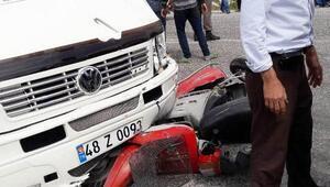 Minibüsün çarpıp sürüklediği motosikletli öldü