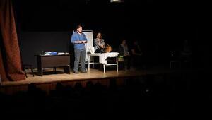 Doktor ve hastaları tiyatro yaptı