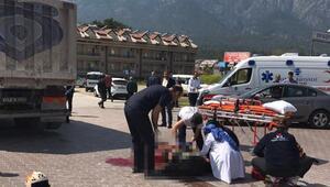 Kamyonla motosiklet çarpıştı: 2 yaralı (2)