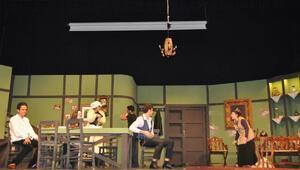Liselilerin hazırladığı Ocak sahnede