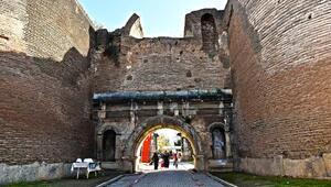 İznik'te 2000 yıllık İstanbul Kapının restorasyonu başladı
