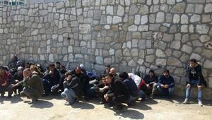 Karaburunda 57 Suriyeli kaçak yakalandı
