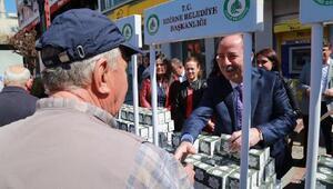 Başkan Gürkan, kandil simidi dağıttı