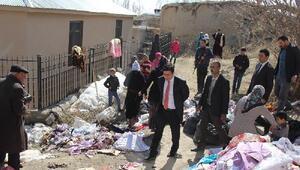 Evi yanan aileye Belediye Başkan Vekili Öztürk sahip çıktı