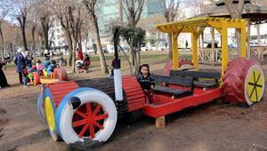 d1ffe9a6df185 Batman'da eski lastikler artık olaylarda değil, çocuk parkında kullanılıyor