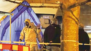 İngiliz polis memurunun sinir gazına maruz kaldığı iddia edildi