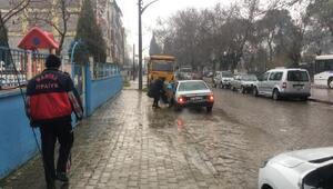 Turgutlu Haberleri: Minibüse çarpan bisikletli yaralandı