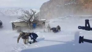 Beytüşşebap Haberleri: Beytüşşebapta ilginç kar temizliği 11