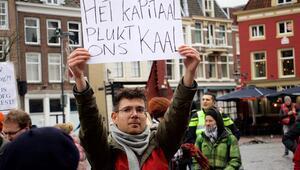 Hollanda'da 'kırmızı yelekliler' hükümeti protesto etti