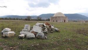 Kanuni'nin yaptırdığı tarihi mescide yeni dönem metal doğrama takıldı