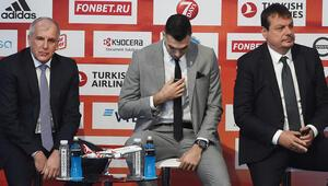 Euroleague seremonisinde Obradovic ve Ataman sahnede