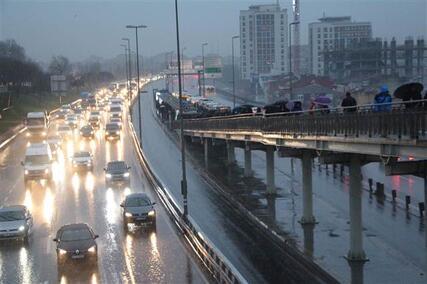 İstanbulda yağmur trafiği... Yoğunluk yüzde 70e ulaştı