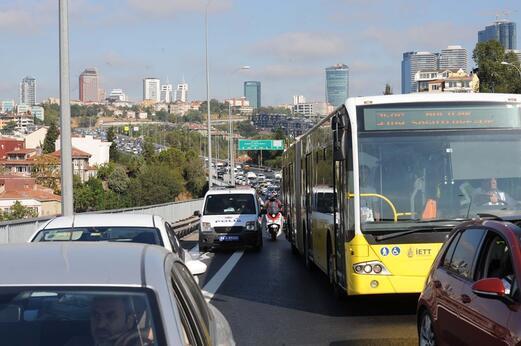 Son dakika: 15 Temmuz Şehitler Köprüsünde araç yangını
