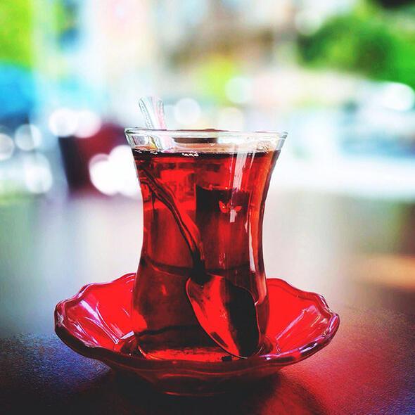 Baharın tadına demli bir çayla varın